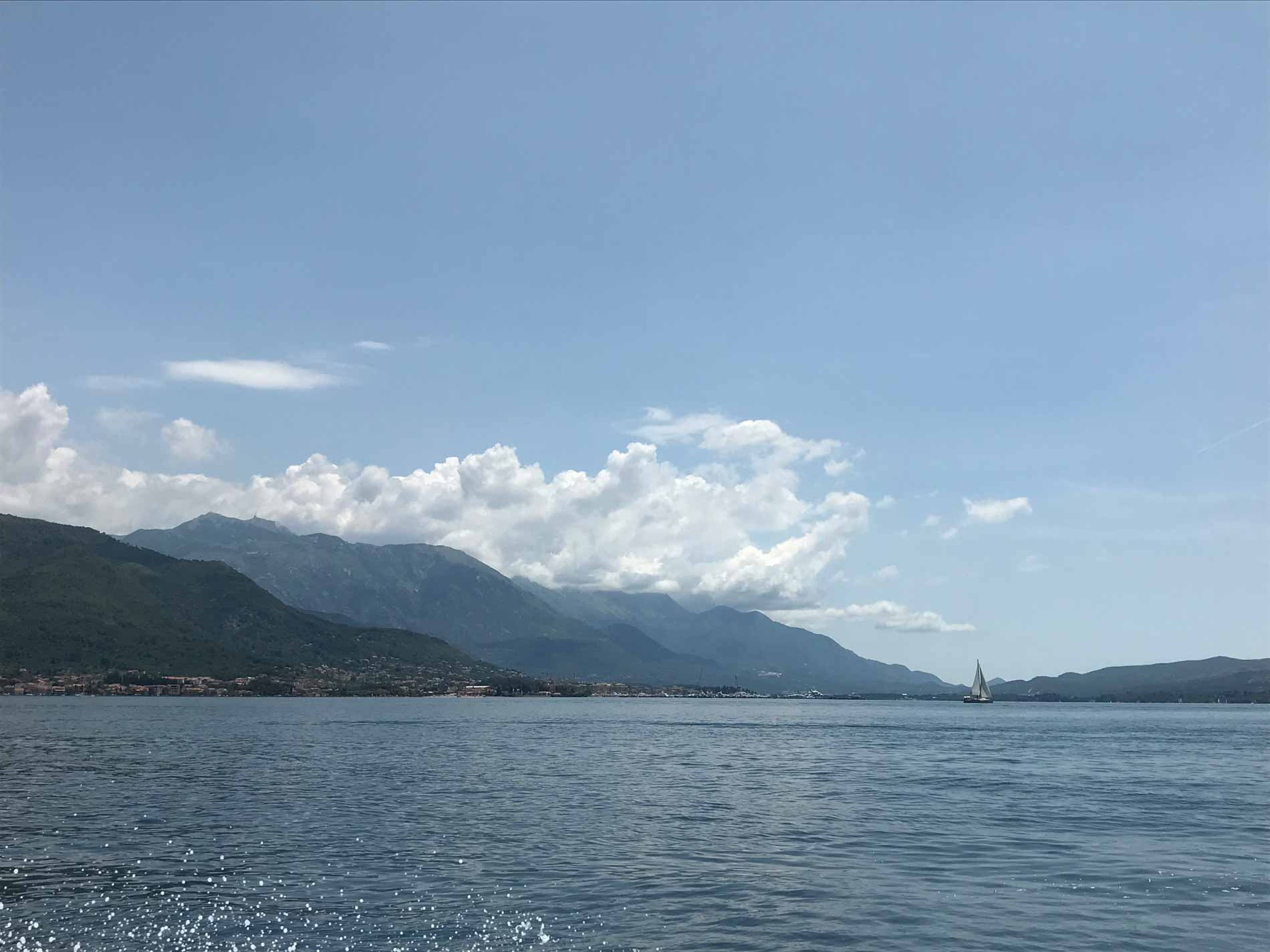 Bocche-di-Cattaro-Montenegro-Tivat-Porto-Montenegro-mare-cielo
