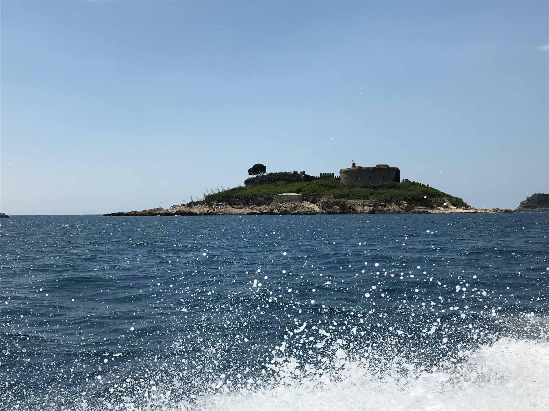 Mar-Adriatico-Bocche-di-Cattaro-Montenegro-isola-Mamula-forte-militare