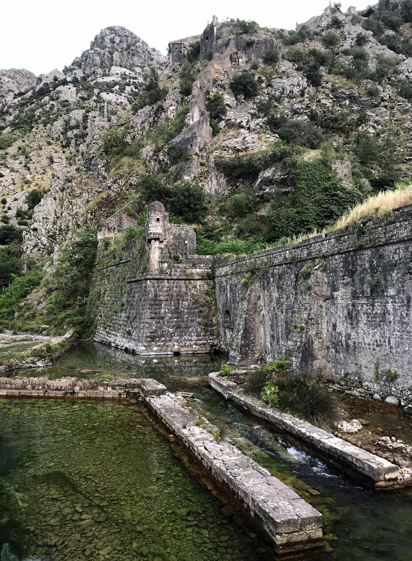 Kotor-Montenegro-Porta-Nord-fiume-Skurda-mura-veneziane-patrimonio-Unesco