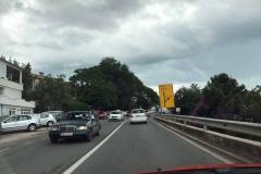 Montenegro-Igalo-strada-cartello-stradale-auto