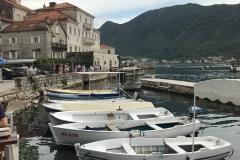 Perast-Montenegro-lungomare-Bocche-di-Cattaro-porticciolo-barche-case