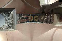 Kotor-Cattedrale-di-San-Trifone-interno-arco-tra-colonne-figure-santi-madonna-stile-bizantino