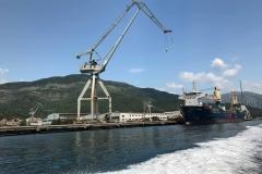 Bocche-di-Cattaro-Montenegro-Lustizza-Bijela-porto-industriale-gru