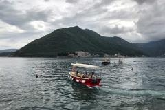 Perast-Montenegro-vista-lungomare-Bocche-di-Cattaro-barca-isole