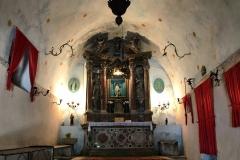 Kotor-Montenegro-colle-san-Giovanni-chiesa-Madonna-della-Salute-stile-barocco-tende-rosse