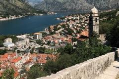 Kotor-Montenegro-fortificazioni-veneziane-colle-san-Giovanni-panorama-Bocche-di-Cattaro-campanile-Madonna-della-Salute