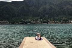 Bocche-di-Cattaro-Dobrota-Montenegro-ragazza-che-prende-il-sole