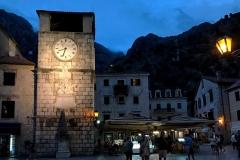 Cattaro-Montenegro-Piazza-dArmi-Torre-dellOrologio-di-notte