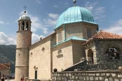 Perast-Bocche-di-Cattaro-Montenegro-Santuario-Madonna-delle-Rocce-chiesa-cupola-celeste