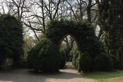 arco-neogotico-vicino-al-castelletto-di-parco-sigurta-edera-rampicante