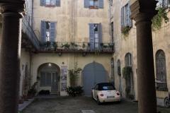 Pavia-Corso-Strada-Nuova-cortile-interno-maggiolone