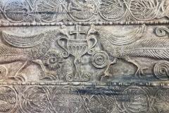 Pavia-Musei-civici-Castello-Visconteo-Plutei-di-Teodoto-pavoni-calice-croce-pietra