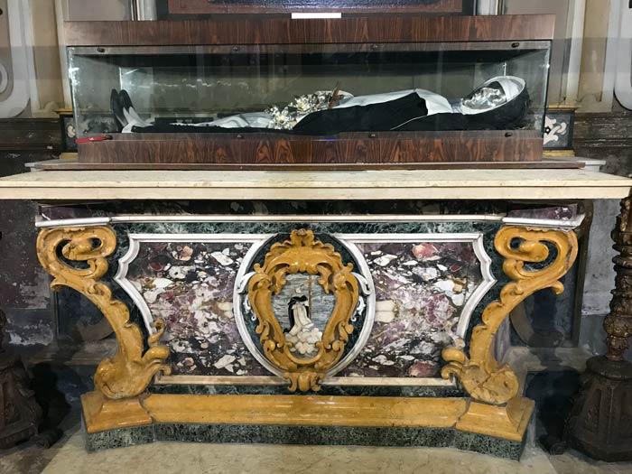 chiesa-di-san-giacomo-soncino-spoglie-della-beata-stefana-quinzani
