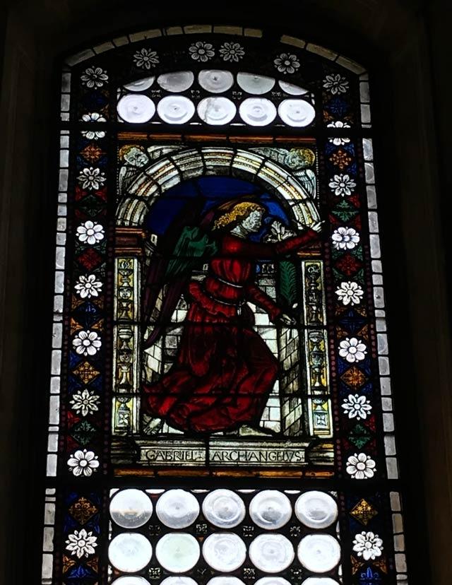 chiesa-di-san-giacomo-soncino-vetrata-con-annunciazione-di-fra-ambrosino-de-tormoli