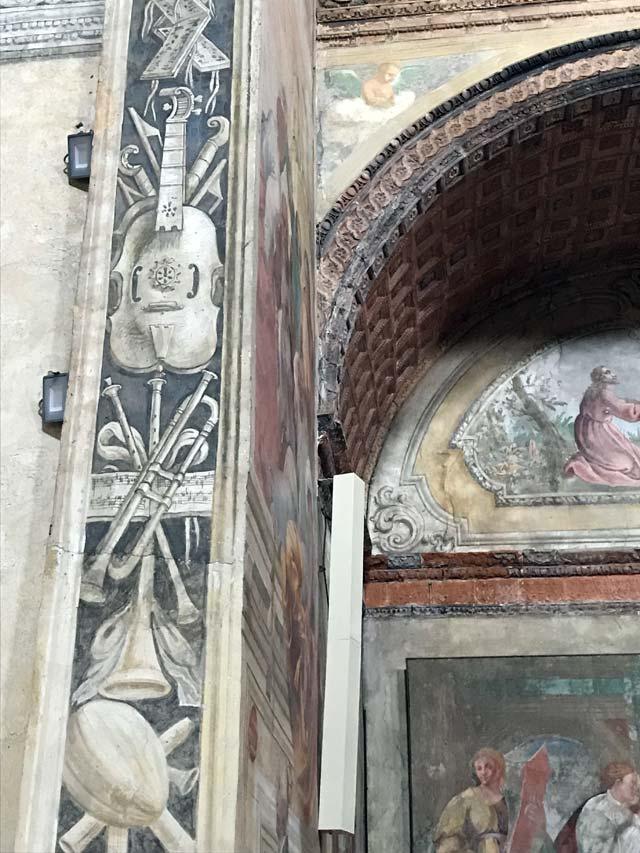 chiesa-di-santa-maria-delle-grazie-soncino-affreschi-con-strumenti-musicali