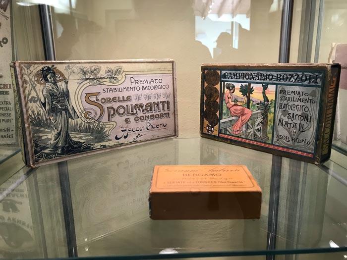 museo-della-seta-di-soncino-confezioni-per-bozzoli-in-stile-liberty