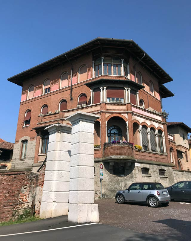 palazzo-stampa-a-soncino-in-stile-liberty