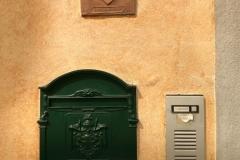 campanelli-di-una-casa-di-soncino-con-formella-in-terracotta