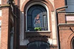 palazzo-stampa-a-soncino-in-stile-liberty-dettaglio-della-vetrata-da-fuori