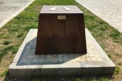 soncino-monumento-a-piero-manzoni