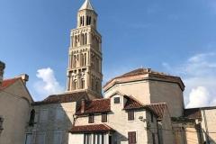 palazzo-di-diocleziano-parte-superiore-rimasta-scoperchiata-con-cattedrale-di-spalato