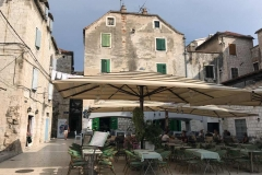 Spalato-dalmazia-piazza-carrarina-poljana-ristorante-con-tavoli-allaperto