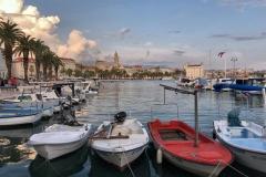 barche-ormeggiate-nel-porto-di-spalato-al-tramonto