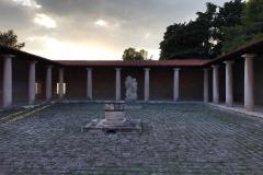 chiostro-del-kastelet-ivan-mestrovic-statua-di-san-giovanni