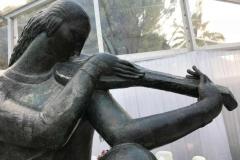 galleria-mestrovic-spalato-distant-chords-statua-del-giardino-in-bronzo-1918