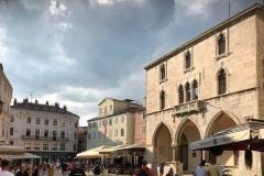 piazza-del-popolo-spalato-palazzo-cambi-in-stile-gotico-veneziano