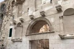 porta-aurea-del-palazzo-di-diocleziano-a-spalato-croazia