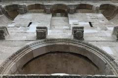 porta-aurea-palazzo-di-diocleziano-particolare