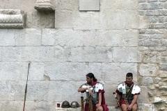 spalato-croazia-studenti-vestiti-da-soldati-romani