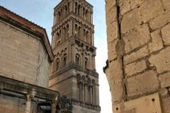 vista-del-campanile-di-spalato-tra-le-vie-del-palazzo-di-diocleziano