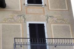 Brunate-como-villa-fiori-decorazioni-liberty-dettaglio-finestra