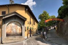 Brunate-trattoria-dei-bracconieri-via-roma-edicola-votiva-stazione-funicolare