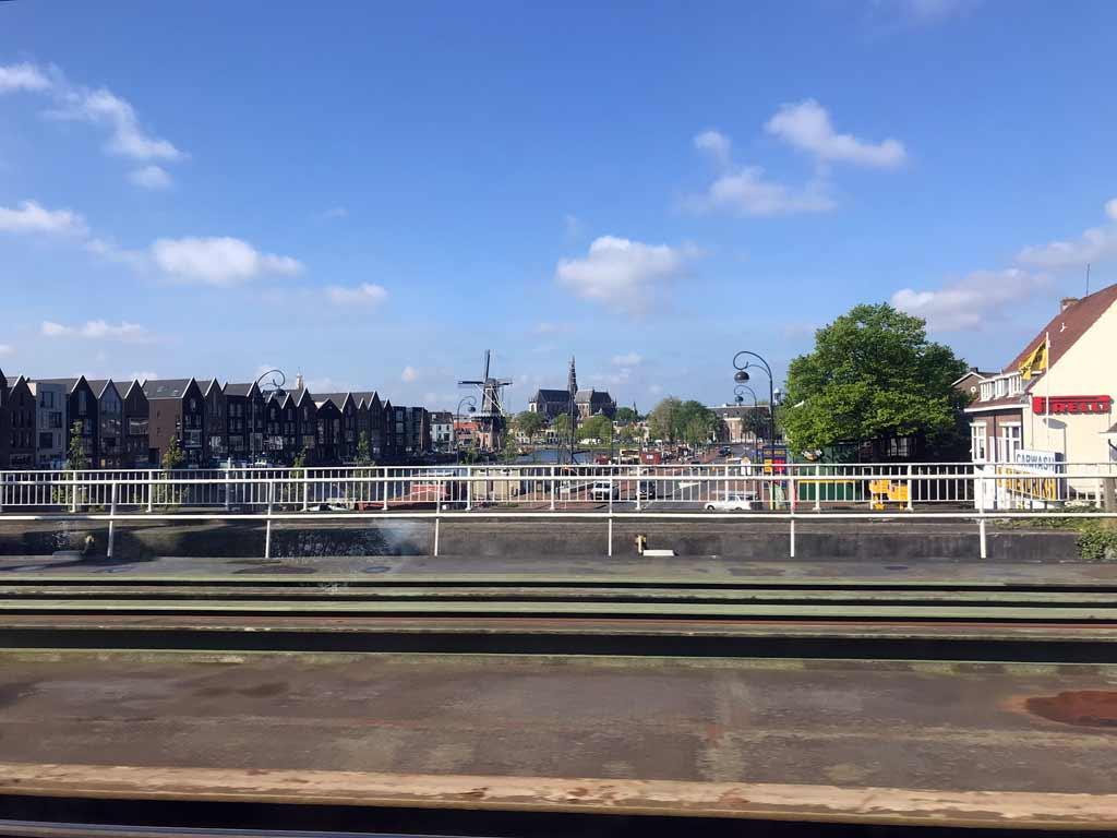 vista-di-haarlem-dal-treno-proveniente-da-amsterdam