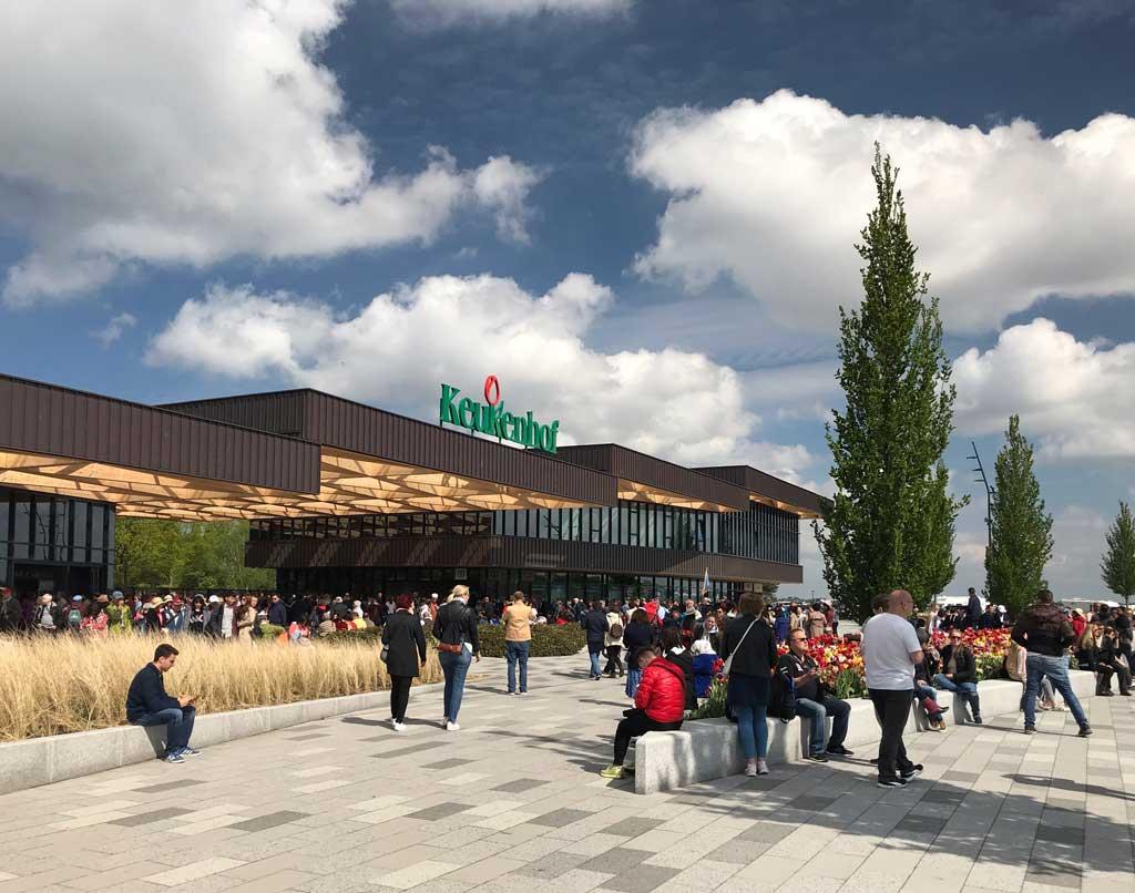 parco-keukenhof-lisse-olanda-entrata-principale-persone-in-attesa
