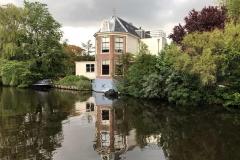 haarlem-olanda-casa-sul-canale-cielo-nuvoloso